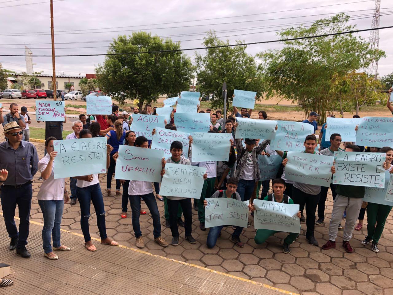 Docentes, técnicos e alunos da Escola Agrotécnica da UFRR reivindicam problemas na infraestrutura de prédio