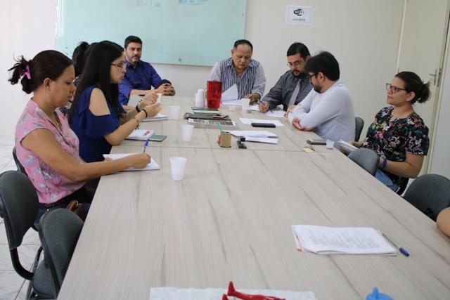 SESDUF realiza reunião com UNIMED FAMA para negociar reajuste contratual