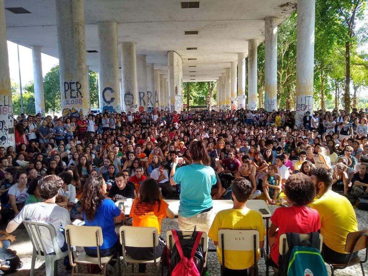 Professores aprovam adesão à Greve Nacional da Educação