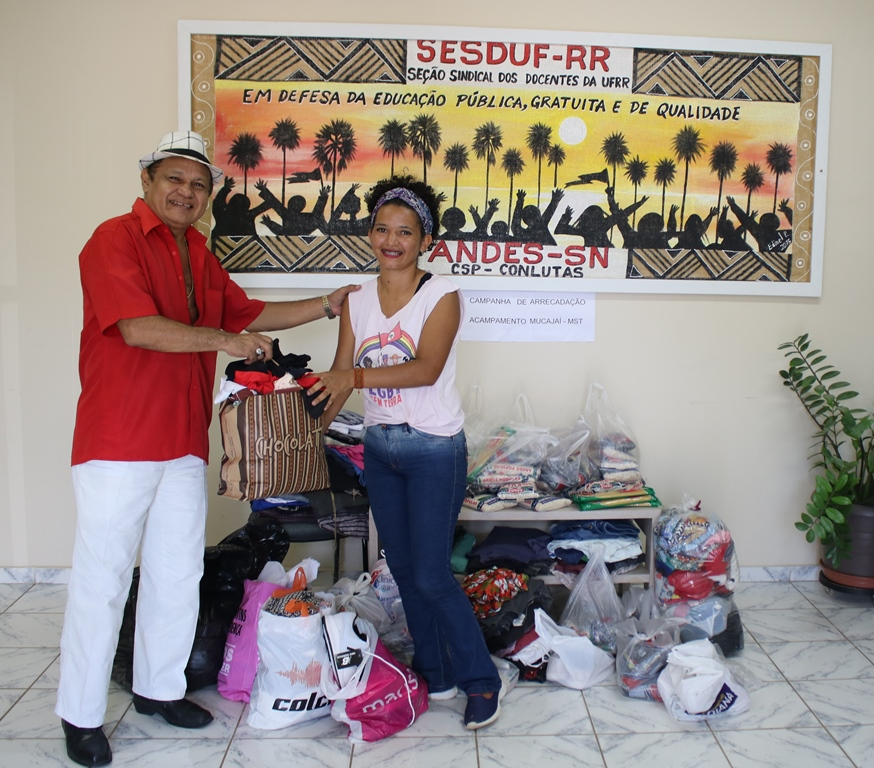 SESDUF-RR faz entrega de itens arrecadados para famílias de acampamento do MST/RR