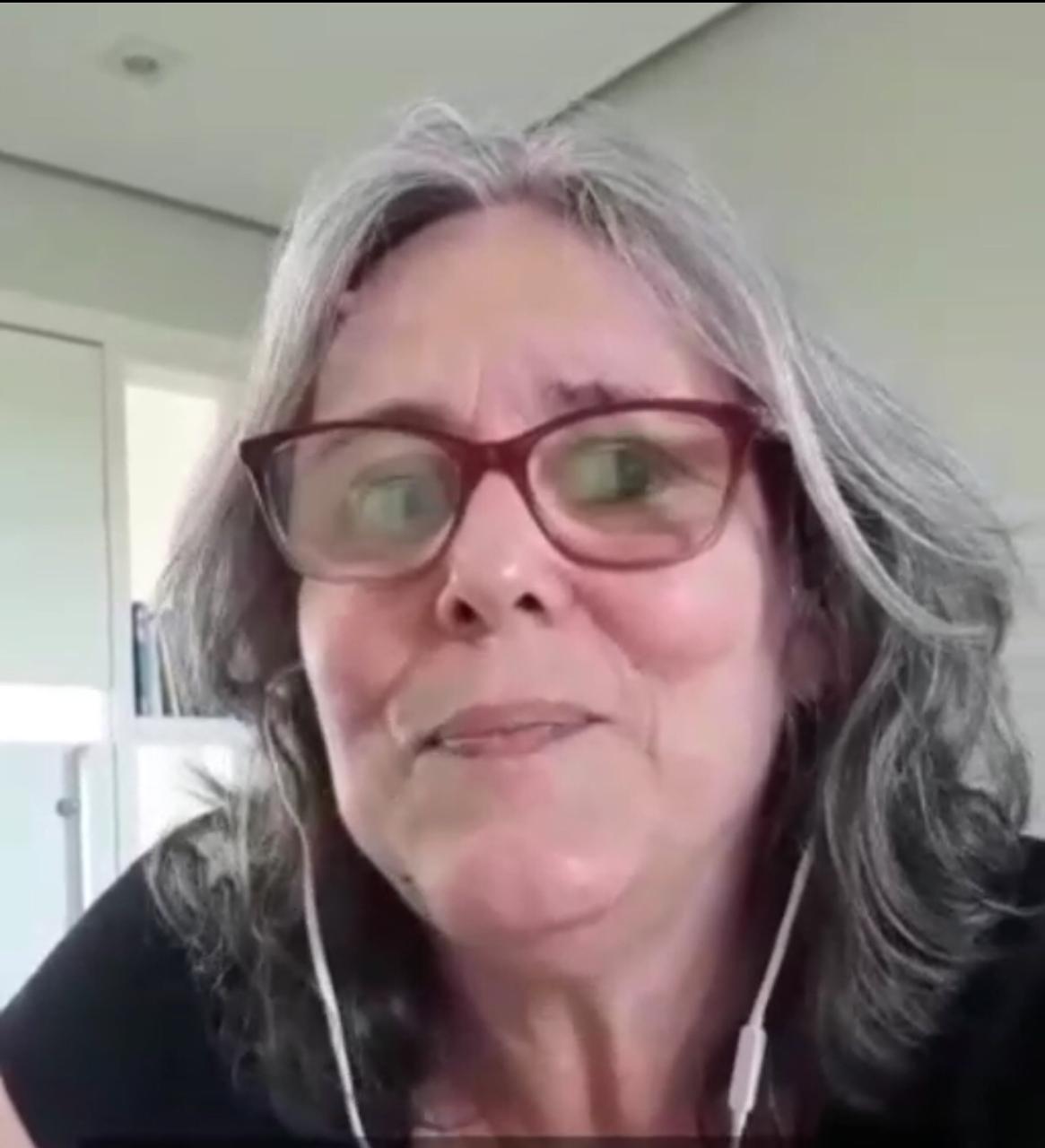 Sarau SESDUF-RR 30 anos. Leituras Poéticas: Ana Karina Morais.
